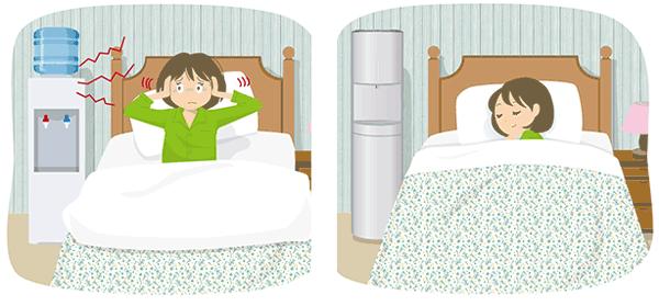 音が静かなサーバーと音がうるさいサーバーを一人暮らしの就寝時で比較したイラスト