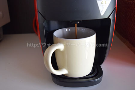 コーヒーを淹れている写真