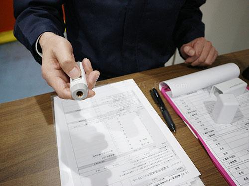 フレシャス工場見学前の体温測定