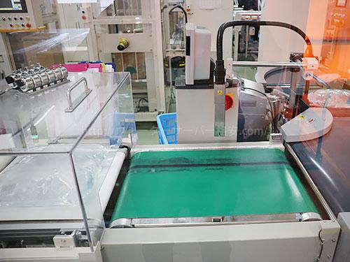 重量計と賞味期限を印字する機械