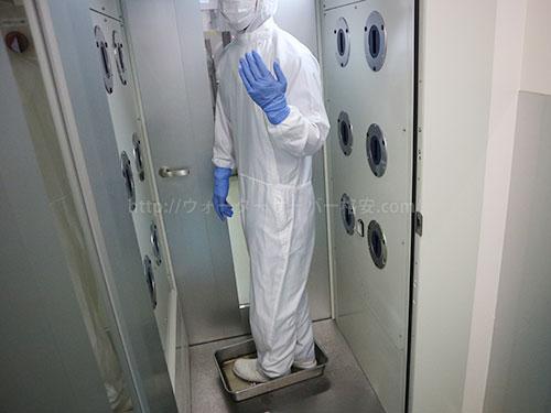 全身をUV殺菌とエアーでほこりを飛ばす機械