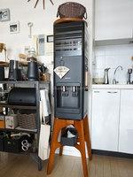 ジュリママさんプレミアムウォーター「アマダナウォーターサーバー」ブラックの設置写真 正面全体