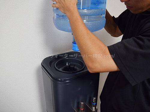 アクアクララのスタッフが初回の水ボトルセットもしてくれる