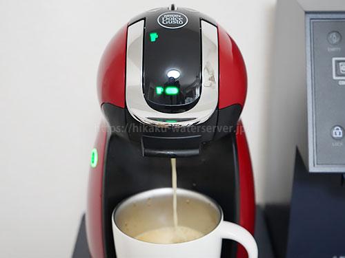 ドルチェグストのコーヒー抽出中の写真