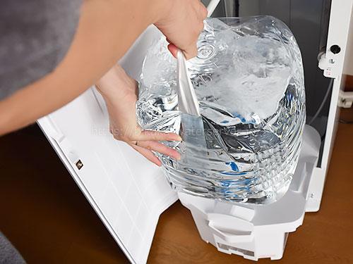ボトルベースに新しい水をセット