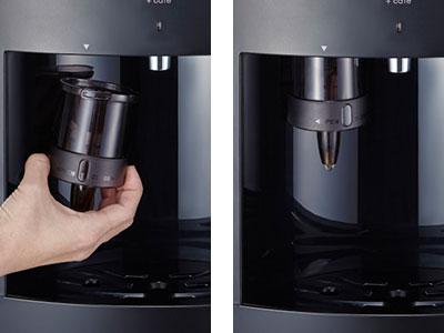 スラット+カフェ、コーヒーメーカー専用ホルダーを取り付けている